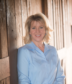 Esteemed author Angela Correll combines great storytelling with faith, farming and family. Meet her at Vapor Thrift Store on Friday, May 16 or Vapor headquarters in Sylacauga on Saturday, May 17.
