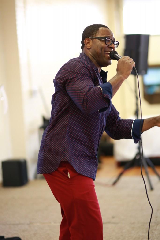 R&B Singer Songwriter Alvin Garrett performs live