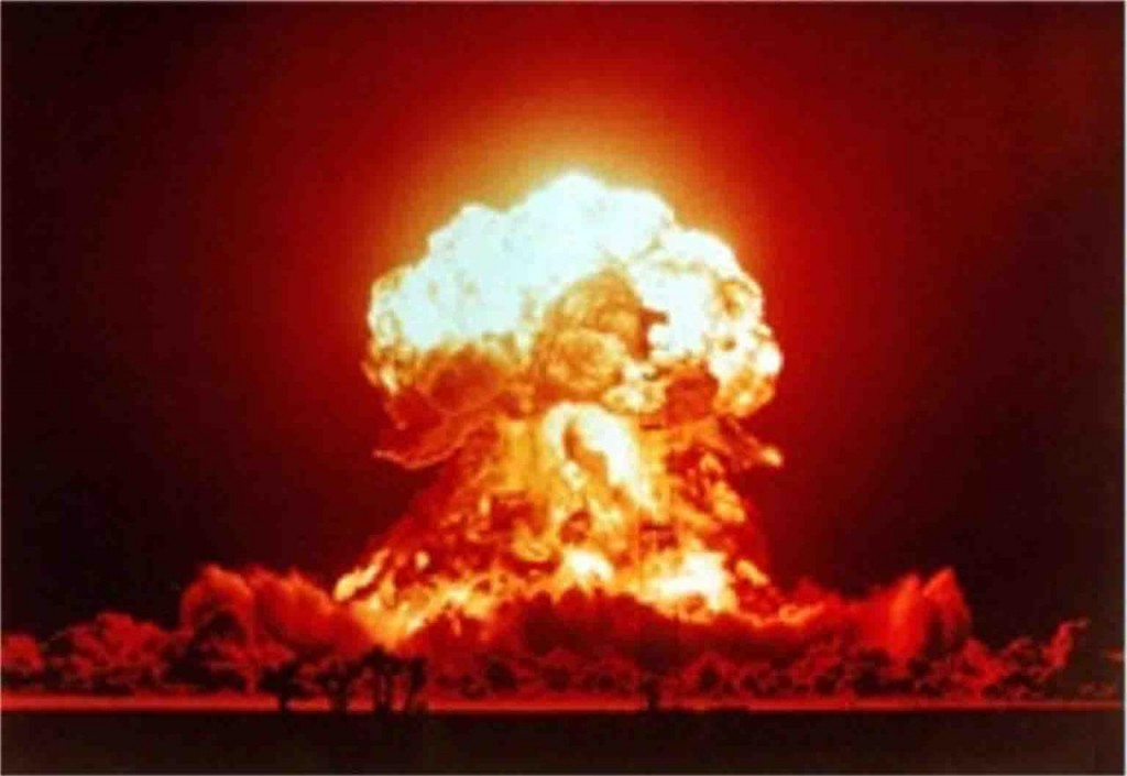 1280px-nuclear_explosion