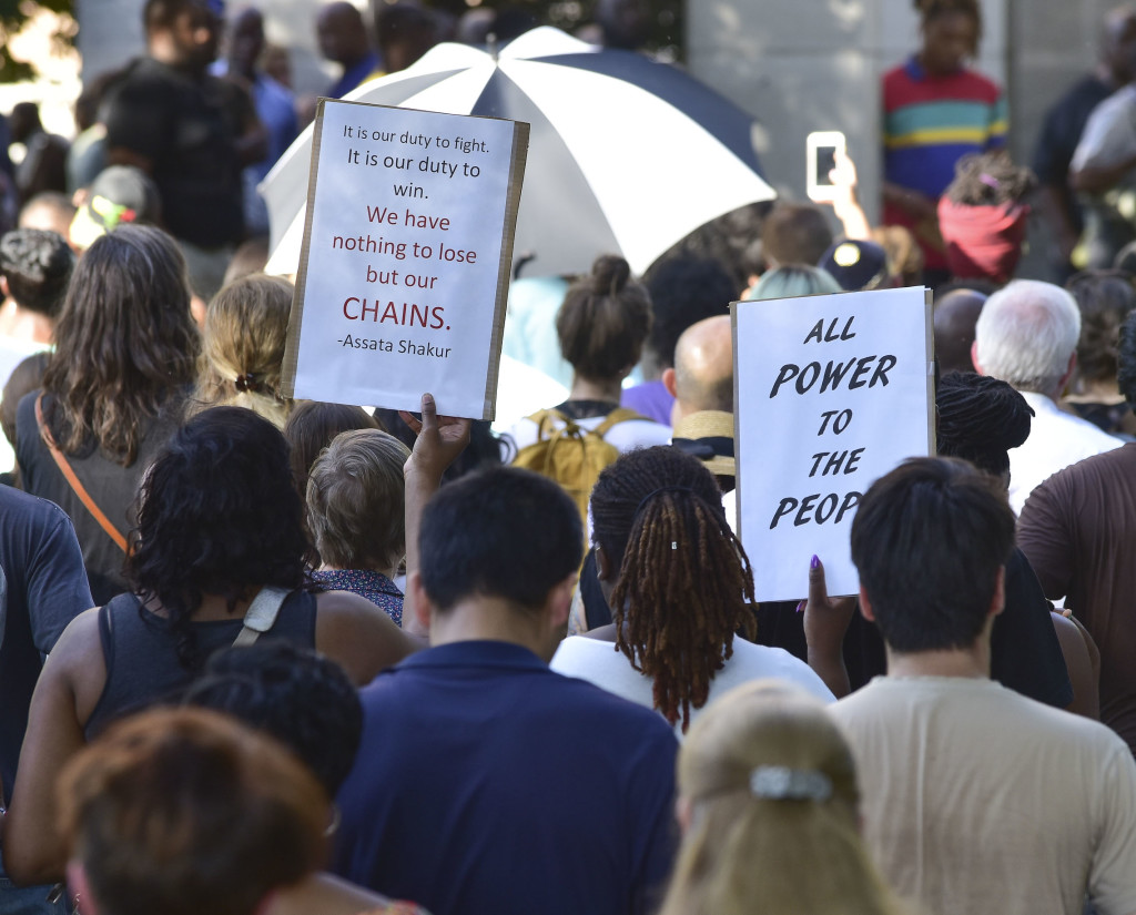 A solidarity protest and march held at Kelly Ingram Park saw hundreds of people listen to speakers, chant and march to Birmingham Police Headquarters. (Frank Couch / The Birmingham Times)