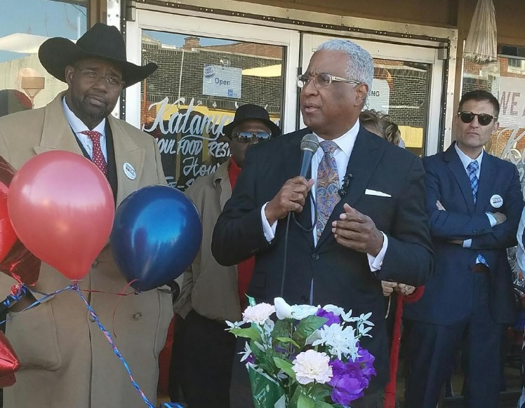 Mayor William Bell announces his bid for re-election at Katanya's Café Soulfood Restaurant in North Birmingham. (Ariel Worthy, The Birmingham Times)