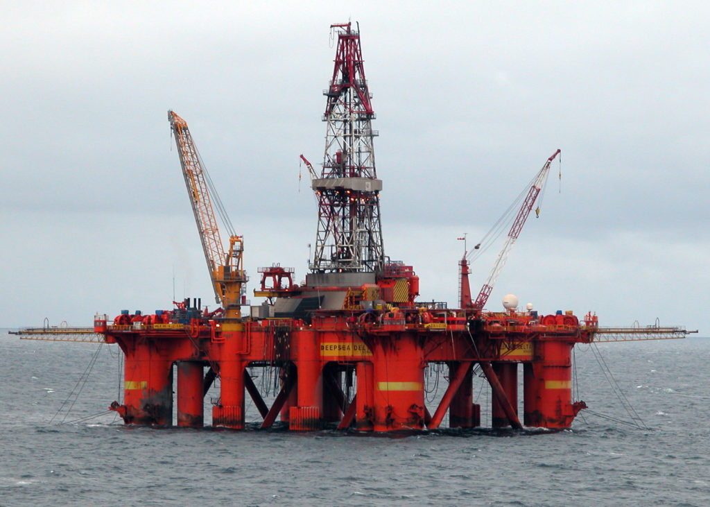 The salaries in the oil and gas industry make the jobs very attractive (Erik Christensen/Wikimedia Commons)